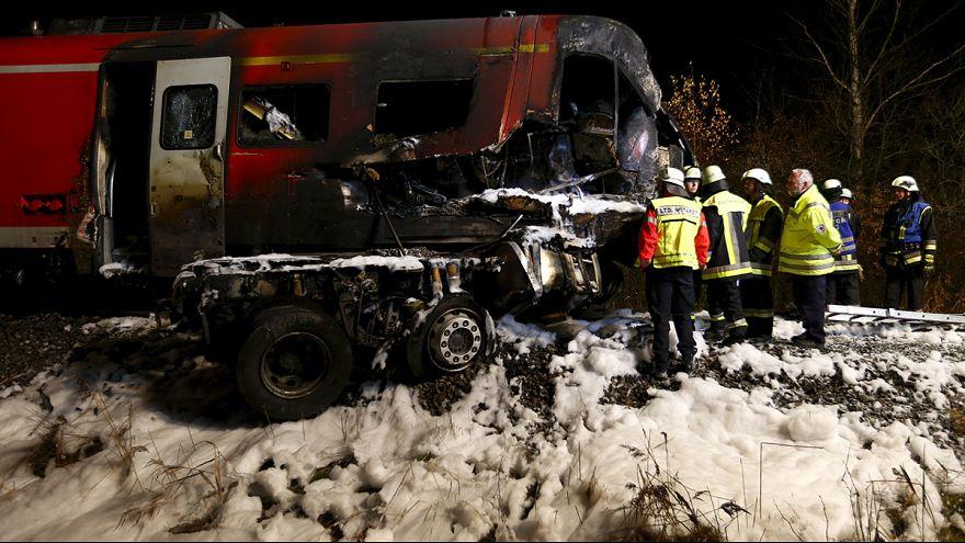 Al menos 2 muertos al chocar un tren con un camión en Alemania