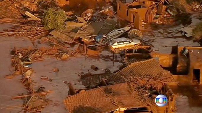 Brésil : un barrage minier s'effondre