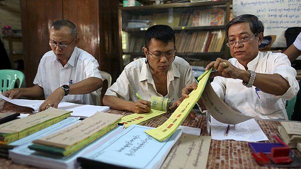 """Выборы в Мьянме: лидер оппозиции обещает возглавить страну, встав """"над президентом"""""""