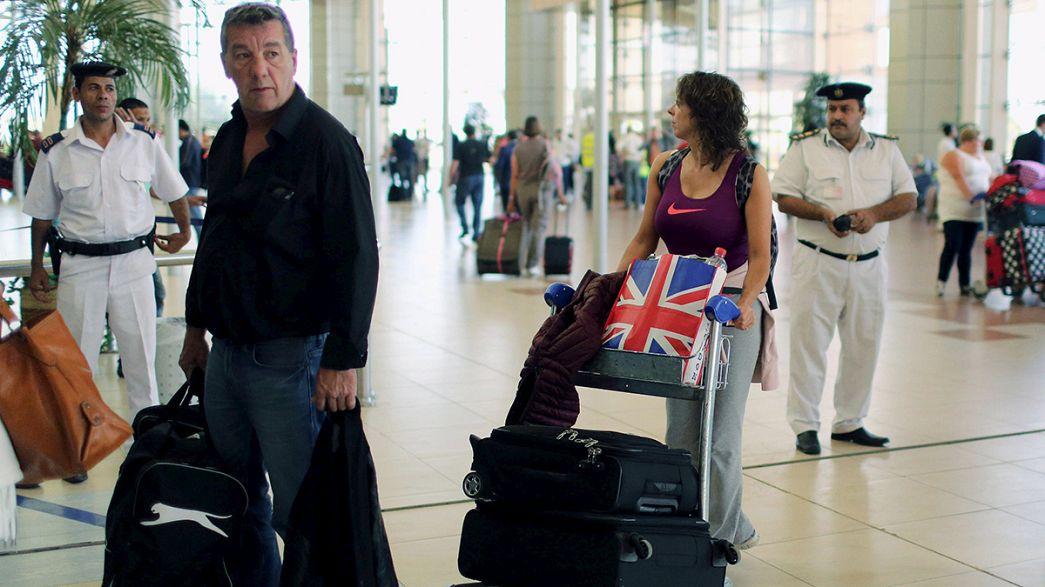 Egitto: troppe persone vogliono tornare a casa, procede a rilento il rimpatrio dei turisti britannici