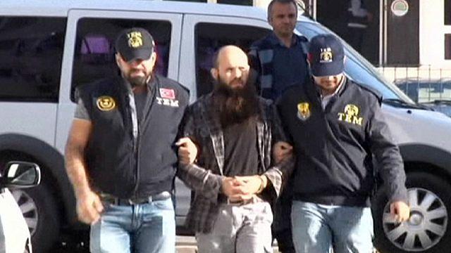 اعتقال 20 شخصا يشتبه بانتمائهم إلى تنظيم داعش في تركيا
