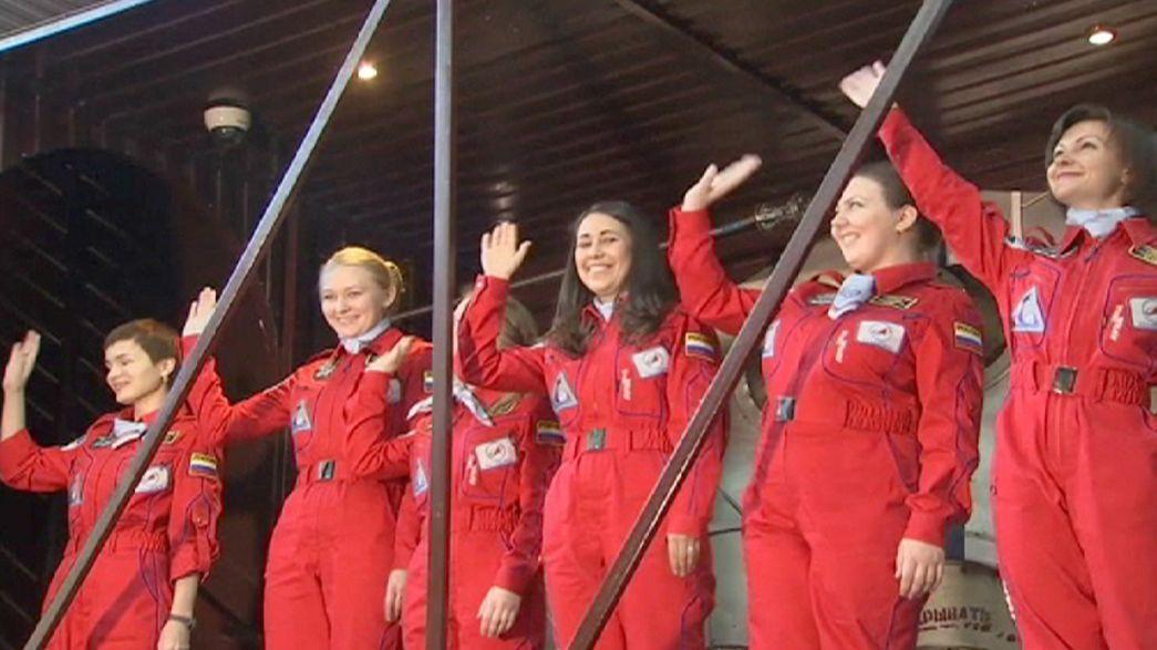 Mosca prepara la missione lunare: nel test, equipaggio di sole donne