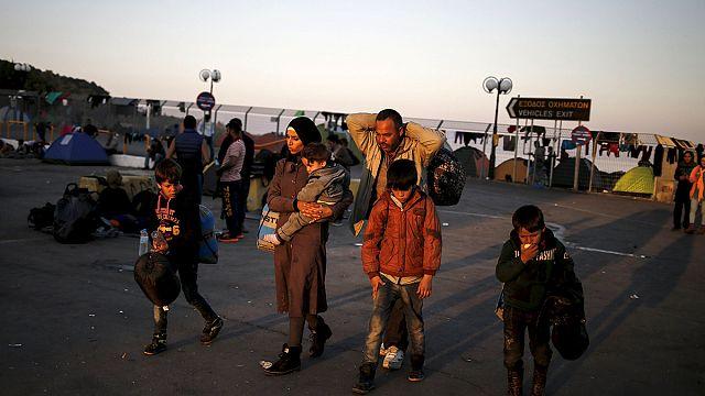 نقل الاف اللاجئين إلى اثينا بعد نهاية اضراب لعمال العبارات اليونانية