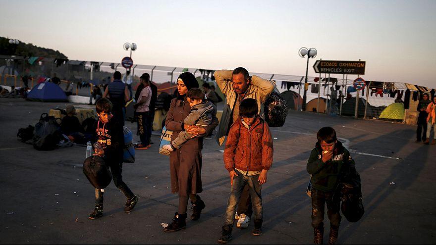 Migranti: a Lesbo riprendono le partenze, è emergenza anche per le sepolture