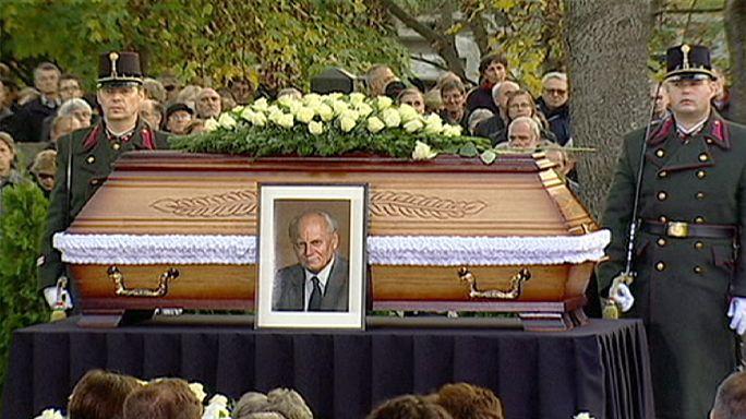 Macaristan'ın efsane cumhurbaşkanı Göncz son yolcuğuna uğurlandı.
