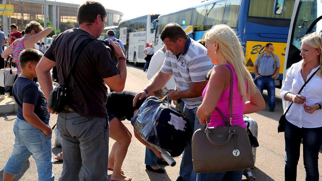 Centenares de turistas rusos y británicos abandonan Egipto