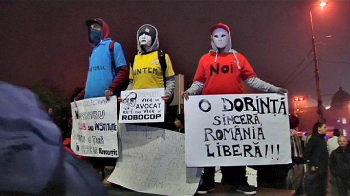 Roumanie : 41 morts dans l'incendie de la discothèque, les manifestations reprennent