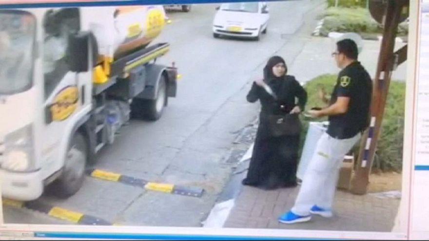 Palestiniana agride agente de segurança israelita
