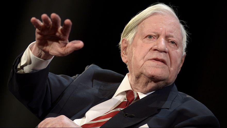 Große Sorge um Altkanzler Helmut Schmidt
