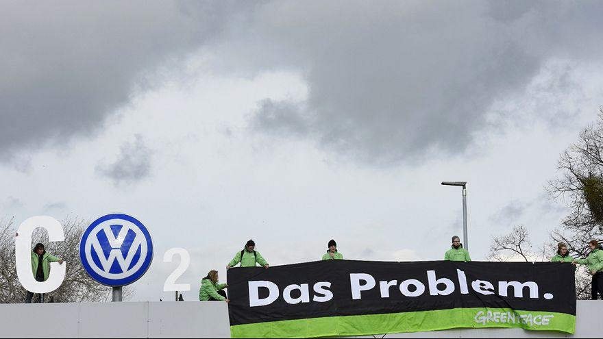 Greenpeace tüntetés a Volkswagen-gyárnál