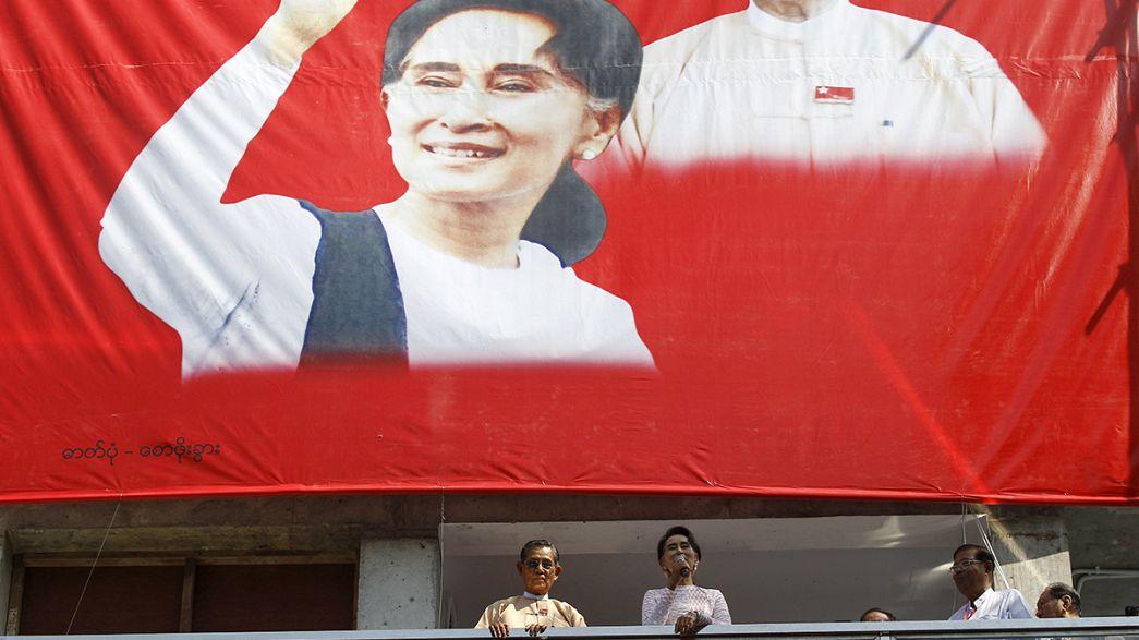 Porträt der Friedensikone Myanmars Aung San Suu Kyi