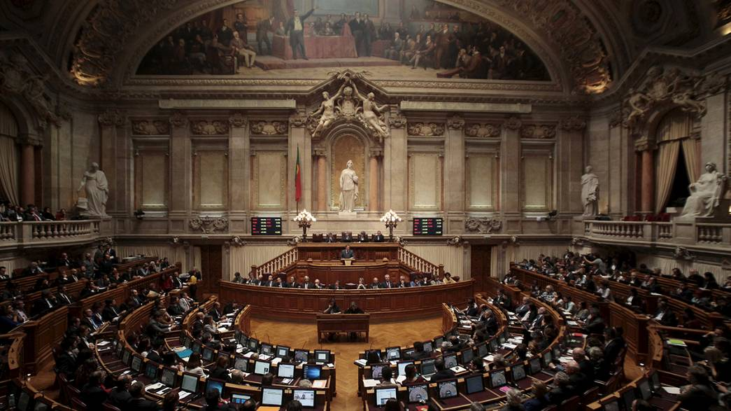 Key vote could topple Portugal PM Coelho's minority government