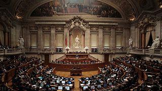 El Gobierno de Passos Coelho hace frente a una moción de rechazo de la izquierda que podría poner fin a su mandato