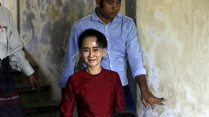A mianmari ellenzék földindulásszerű győzelmét ünneplik