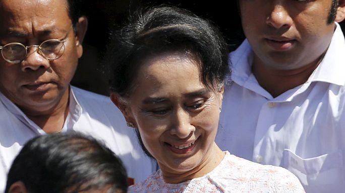 """Myanmar'da seçimin galibi Aung San Suu Çii: """"Devlet başkanının üzerindeyim"""""""