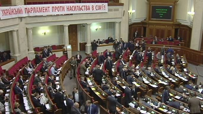 """Украина: парламент принял законы из """"безвизового пакета"""""""