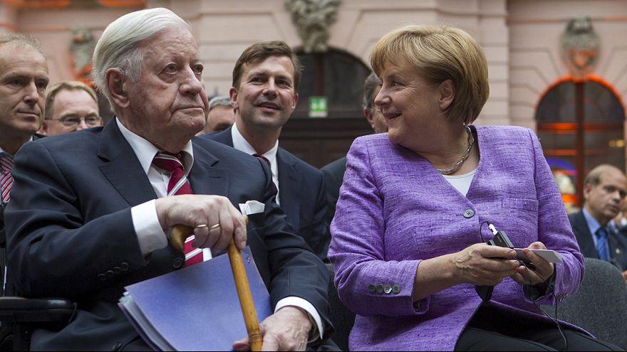 Немцы прощаются с Гельмутом Шмидтом