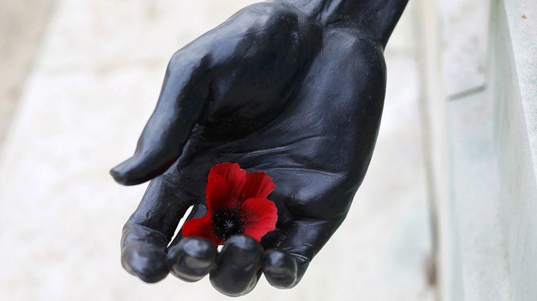Gedenken an Weltkriegsopfer in England und Frankreich