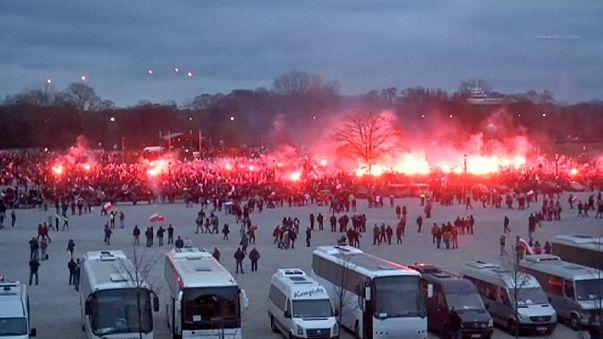 Radikálisok felvonulása a lengyel nemzeti ünnepen