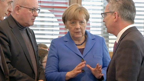 وزير الداخلية الألماني يدعو إلى الحد من عملية لم شمل طالبي اللجوء السوريين