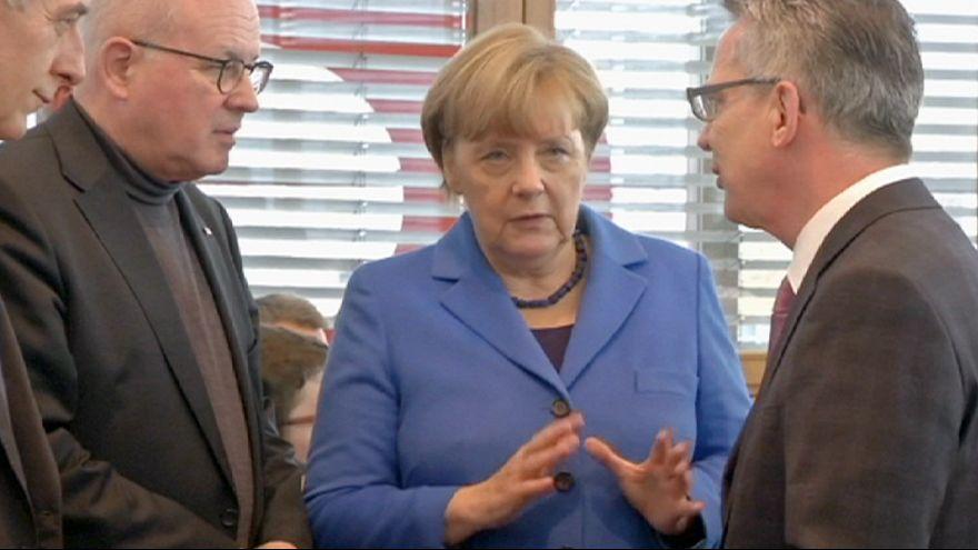Nő a nyomás Angela Merkelen