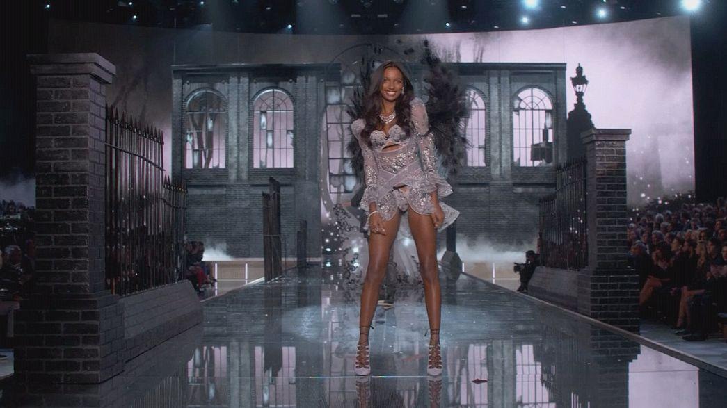 """Los """"ángeles"""" de Victoria's Secret recorren la pasarela un año más"""
