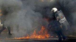 Összecsaptak Athén központjában a megszorításellenes tüntetők és a rendőrök