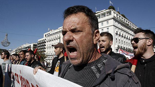 Molotov-koktéllal dobáltak rendőröket Athénban