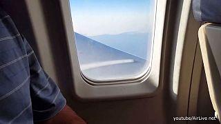 Yolcuların uyarısı üzerine uçak acil iniş yaptı