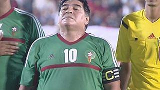 Maradona brilla en una exhibición en el Sáhara Occidental y arremete contra la corrupción de la FIFA