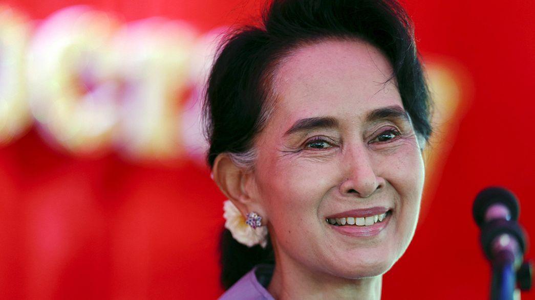 Birmânia: maioria absoluta para partido de Aung San Suu Kyi