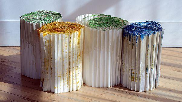 نمایش آثار شقایق عربی و فریدون آوا در نمایشگاه خرت و پرت