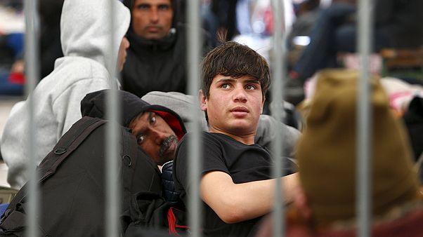Mülteci akını Schengen'i sarsmaya başladı