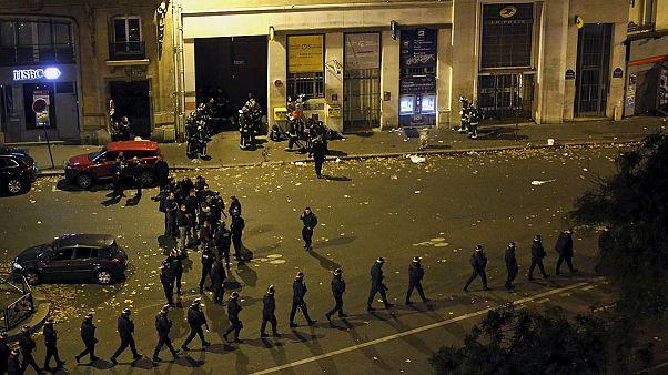 Attentats à Paris : scène de guerre en pleine rue