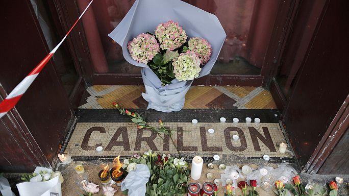 Le monde en bleu blanc rouge par solidarité avec les victimes des attentats de Paris
