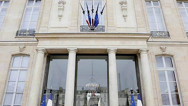 Hommages spontanés place de la République, dix mois après Charlie