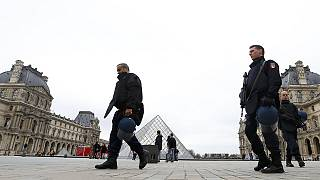 Φρούριο το Παρίσι μετά το εξαπλό τρομοκρατικό χτύπημα