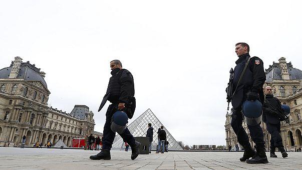 Párizs utcái kihaltak