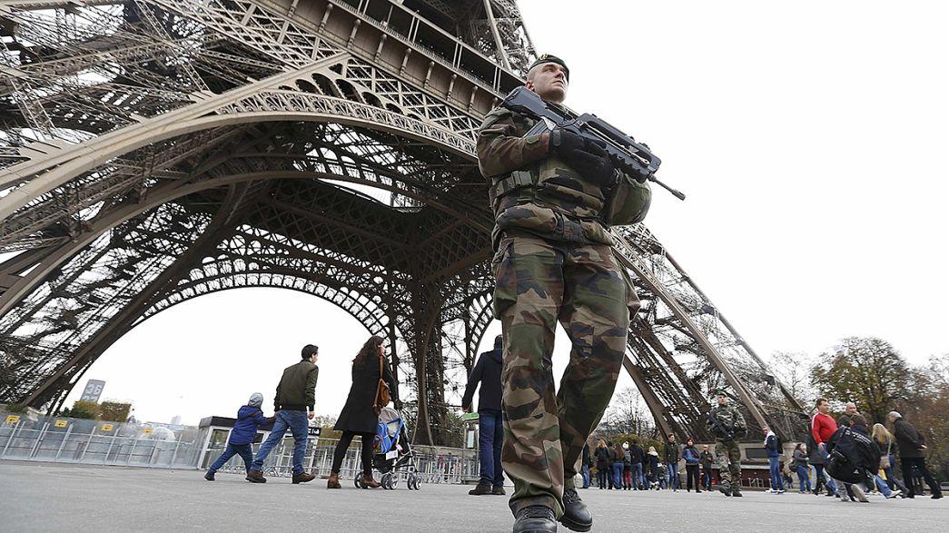 Ataques de Paris: O estado de emergência explicado num minuto