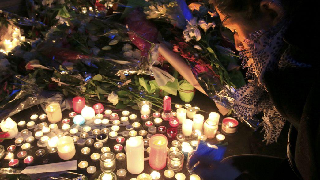 باريس تشعل الشموع و تذرف الدموع بعد هجمات الجمعة الدموية
