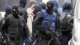 مذكرة توقيف دولية بحق مشتبه به في اعتداءات باريس