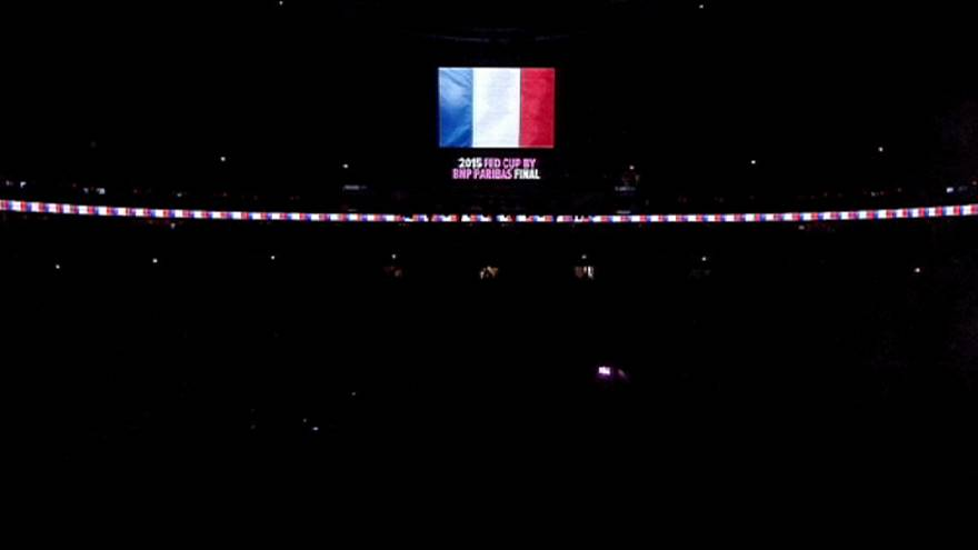 A sportvilág is Párizsra emlékezik