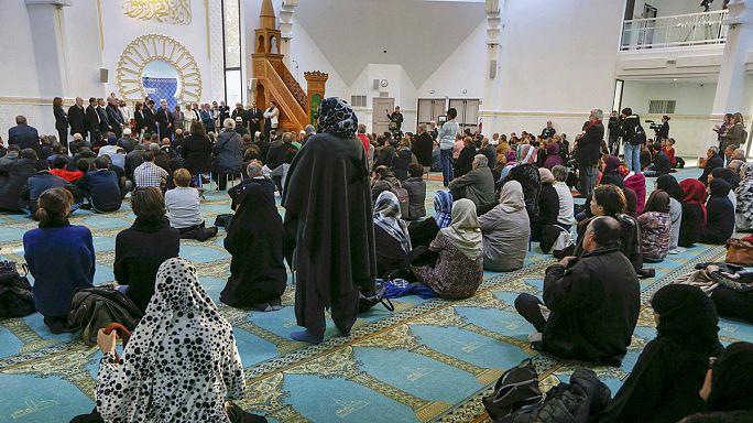 Мусульмане Парижа осуждают террористов