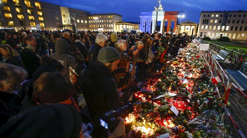 Attentats de Paris : les hommages affluent du monde entier
