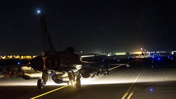 Französische Luftwaffe greift IS-Hochburg Al-Rakka an