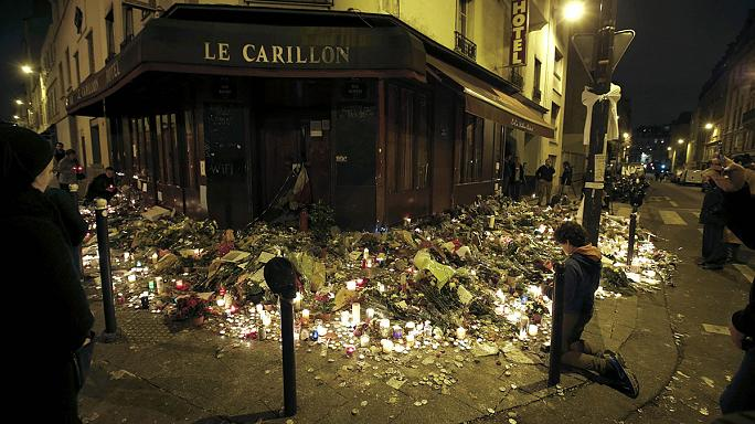 Thousands in Paris attend memorial service for Friday's terror victims