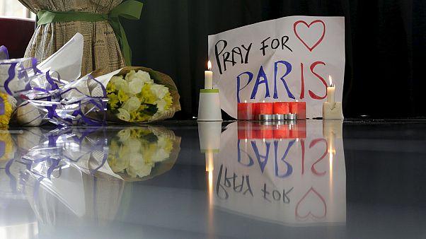 Attentati Parigi. Testimone chiusa in casa per paura, poi in piazza per manifestare solidarietà