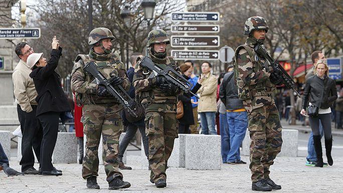 Franciaország: 150 helyen tartottak átfogó terrorellenes akciót