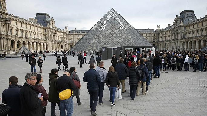 France fears economic impact of Paris terror attacks