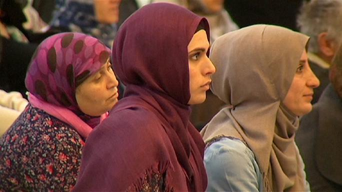 المسلمون في فرنسا يصلون من أجل السلام